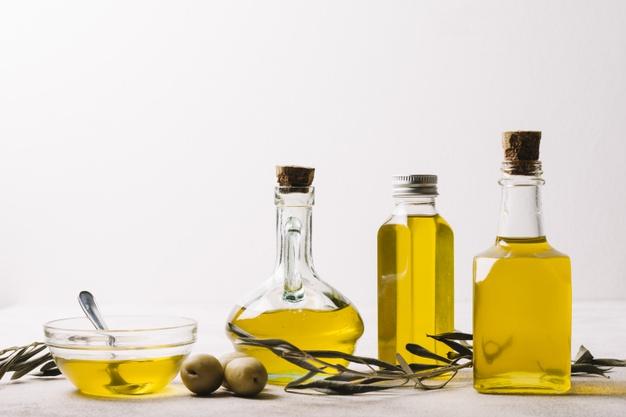 bouteilles-huile-olive-espace-copie_23-2148337536