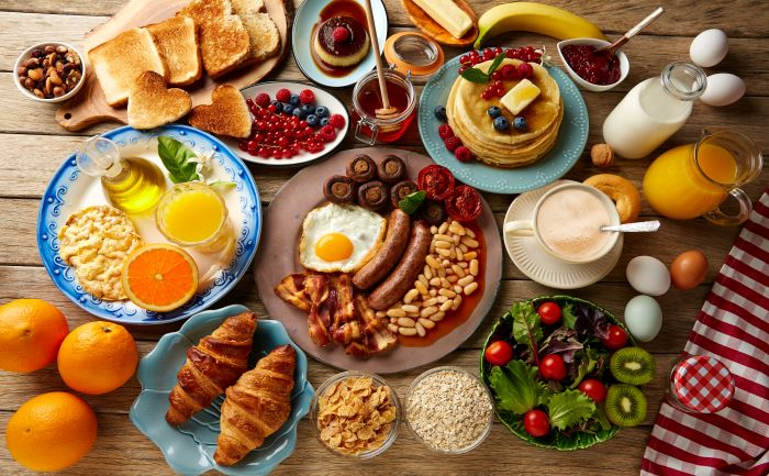 petit-dejeuner-copieux-ou-diner-copieux
