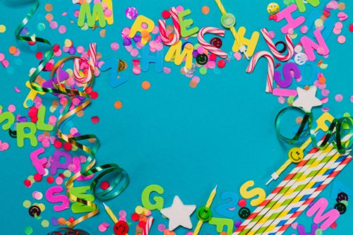 letters-confetti-and-serpentine-on-blue-table